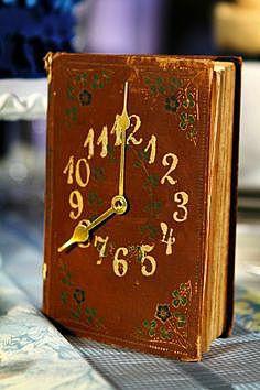 Часовой механизм в книге