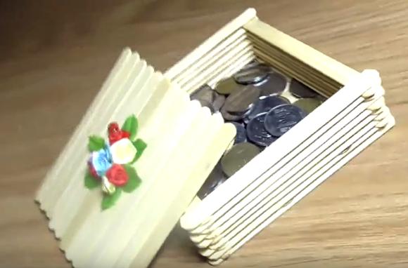 Шкатулка из деревянных палочек