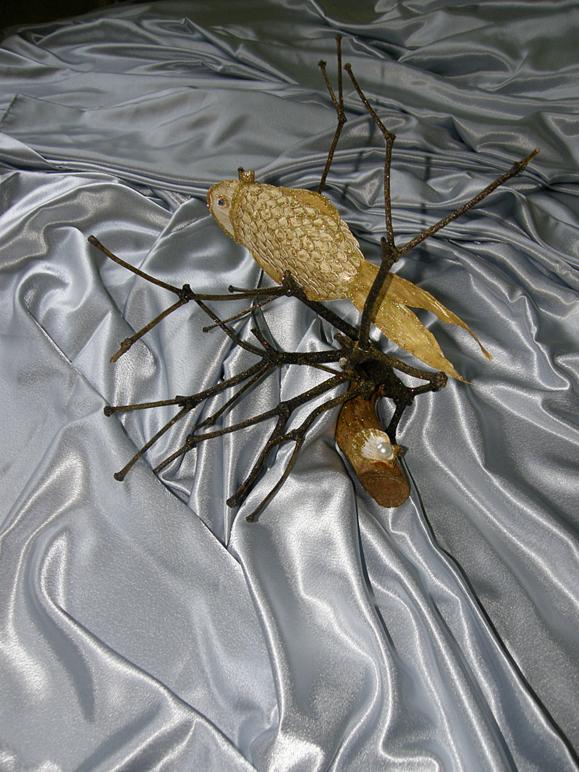 Золотая рыбка из тыквенных семечек