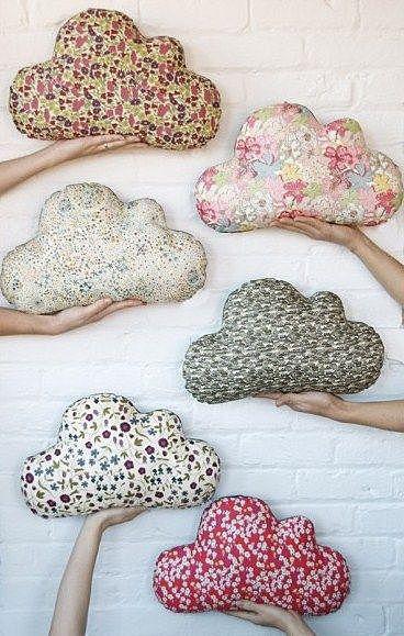 Подушки в форме облаков