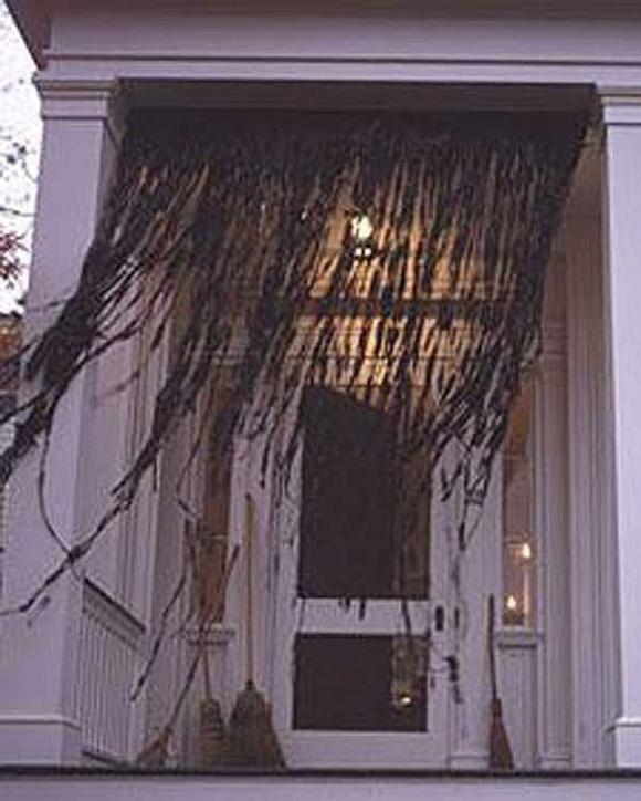 Развивающаяся шторка на Хэллоуин