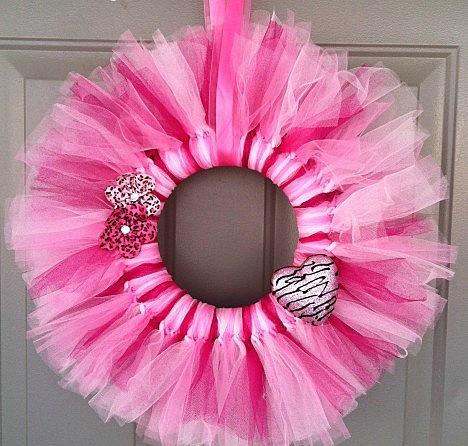 Розовый венок на дверь