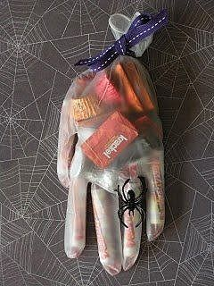 Перчатка с конфетами