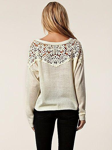 Пуловер с кружевами