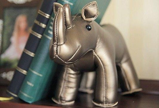 Носорог из искусственной кожи