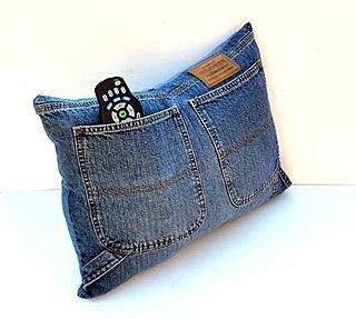 Подушка из старых джинс