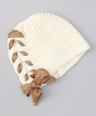 Декорируем вязанную шапку лентой