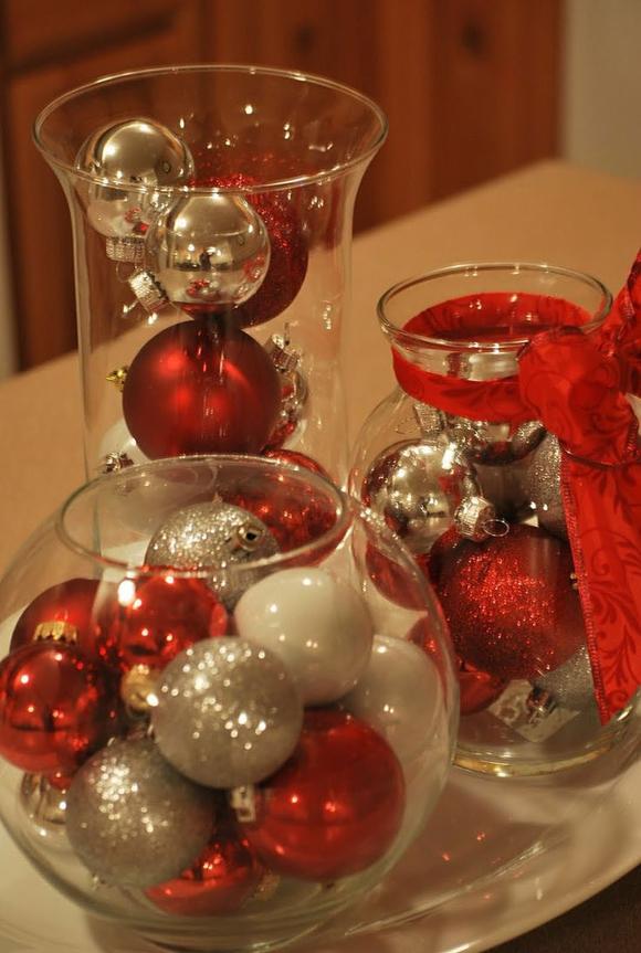 Стеклянные вазы с шарами