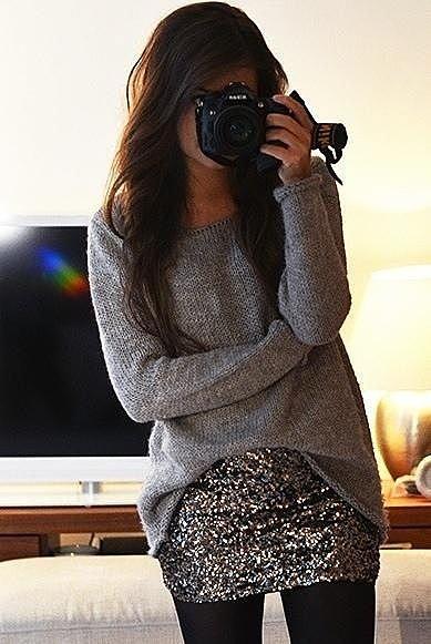 Вязаный свитер с пришитой блестящей юбкой