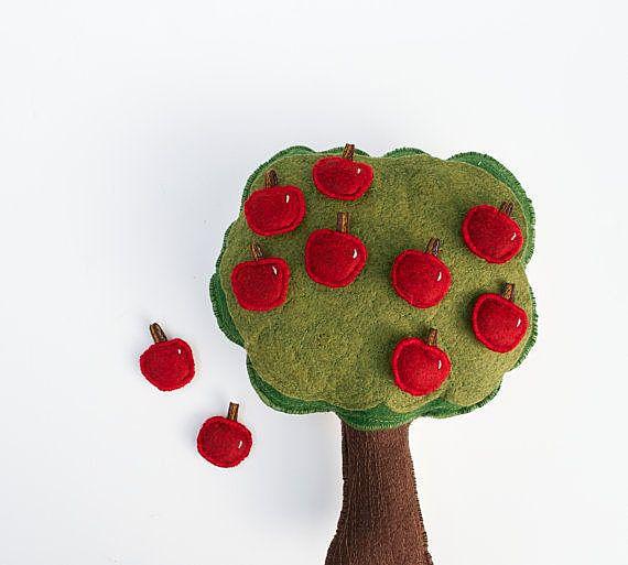 Яблоня с десятью плодами