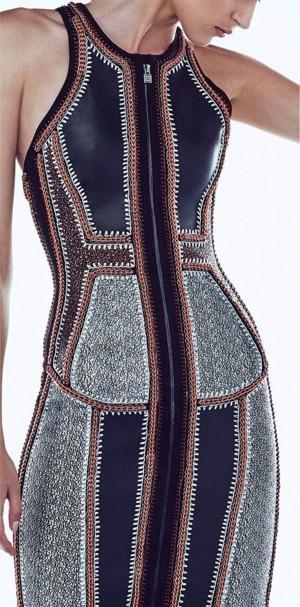 Платье с вязаными швами