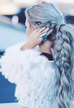 Коса от виска