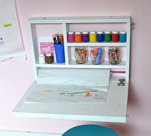 Шкафчик и столик для маленького художника