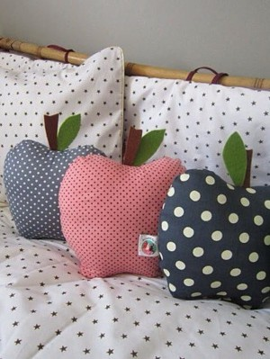 Шьем подушки в форме яблок