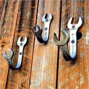 Крючки для одежды из гаечных ключей