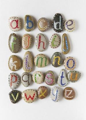 Алфавит на камнях