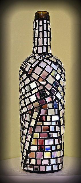 Декорированная мозаикой бутылка