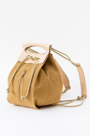 Рюкзак из ткани и кожи
