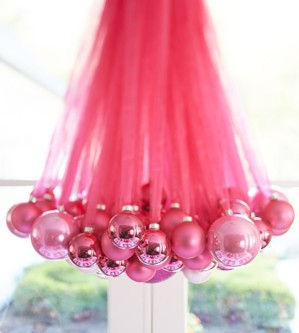 Люстра из подвешанных шаров