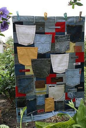 Подвесной органайзер из джинсовых карманов