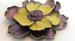 Кожаный цветок