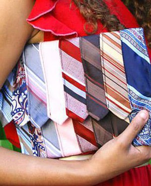 Клатч, декорированный галстуками