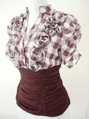 Блузка с пышными цветами