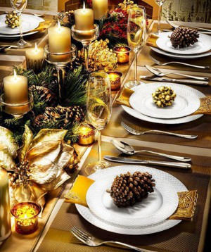 Новогодний стол в золотых тонах