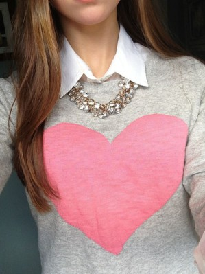 Сердце на свитере
