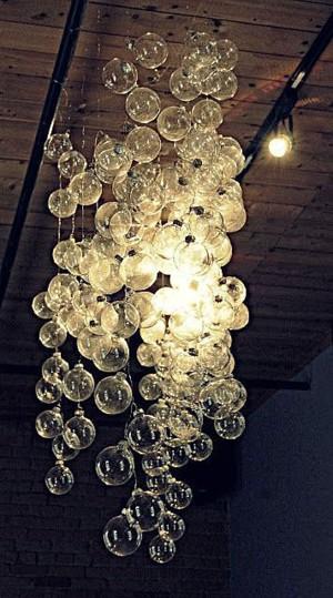 Новогодние шары под потолком