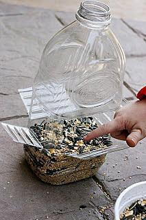 Кормушка из пластикового бака
