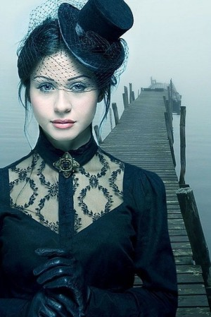 Красивая черная блузка