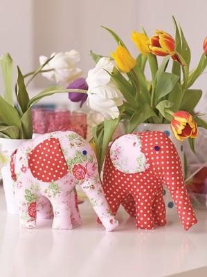 Пара мягких слонов