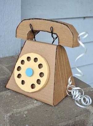 Картонный телефон
