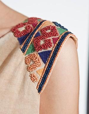 Вышивка бисером на блузке