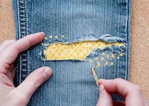 Симпатичная латка на джинсах