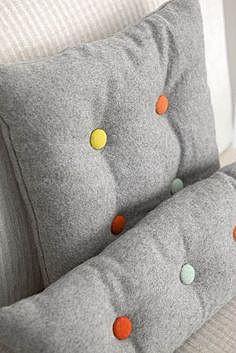 Пуговицы на самодельных подушках
