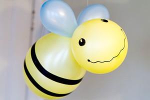 Пчелка из шариков
