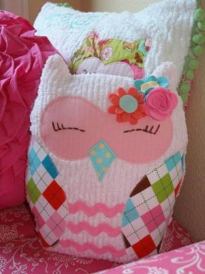 Симпатичные диванные подушки