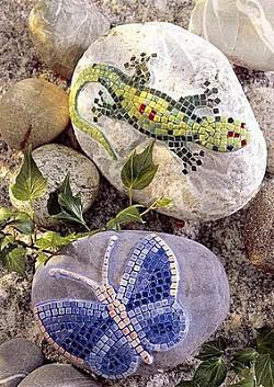Мозаичные рисунки на камнях