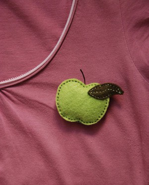 Брошка яблочко