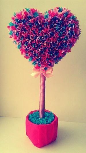 Сердце из бумажных цветов
