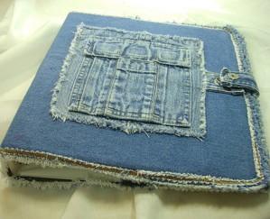 Обложка из разных джинсов