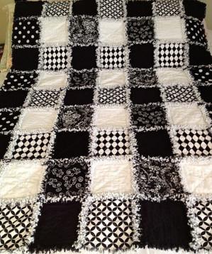 Чёрно-белое стёганое одеяло