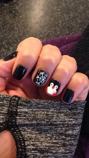Пингвин на ногте