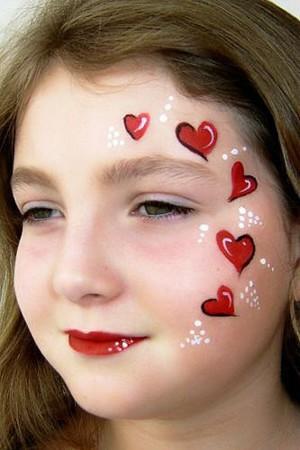 Сердечки на лице