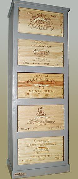 Шкаф из картона и винных коробок