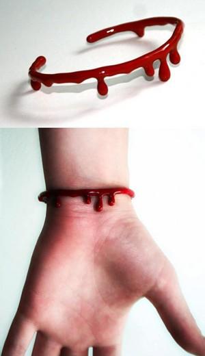 Браслет-кровоподтёк
