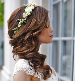 Цветы на волосах