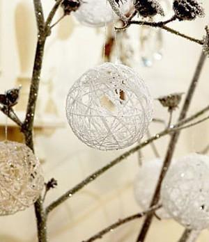 Снежные шарики из ниток